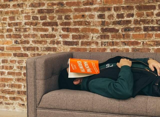 Slapen op bank door slaapproblemen